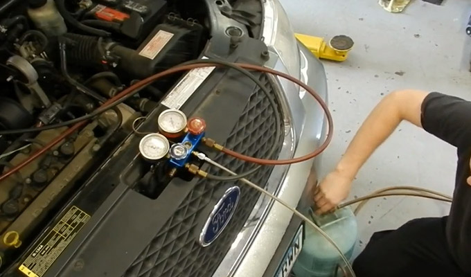 How Do You Get Freon Out of a Car with a Vacuum Pump