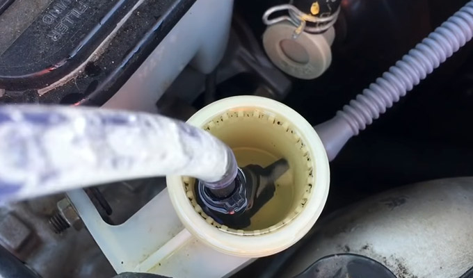 How to Bleed a Clutch With a Vacuum Pump