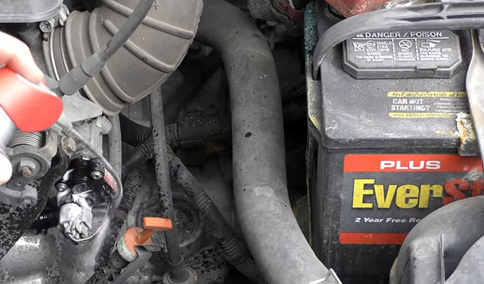 How to Check for Vacuum Leaks With wd40